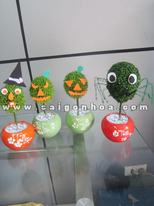 May Man Qua Cau Trang Tri Halloween