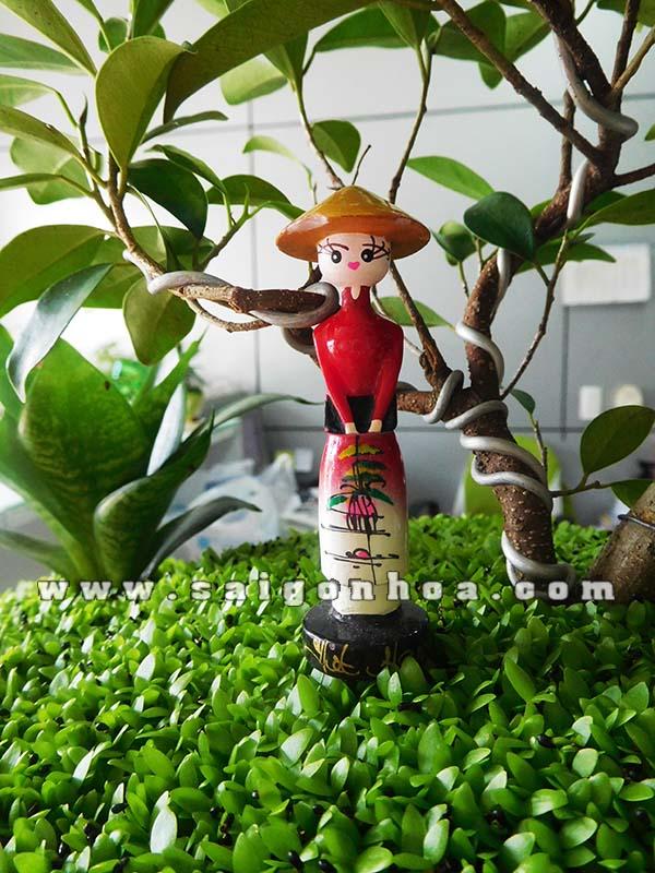 Co-Gai-Trong-Tieu-Canh-Cay-May-Man
