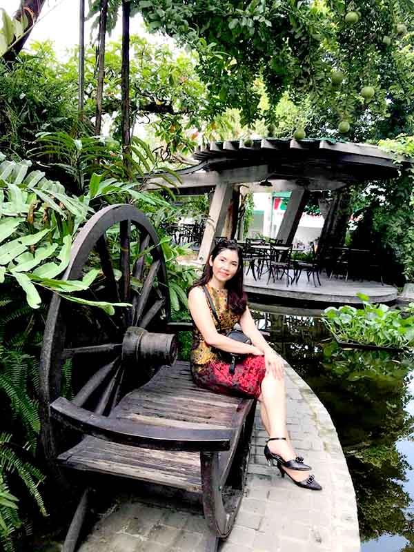 Mua Banh Xe Bo Trang Tri San Vuon
